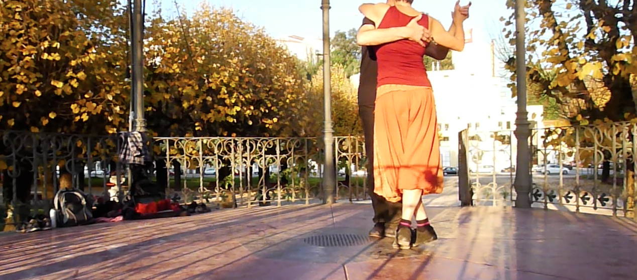 Tango practice in the sun